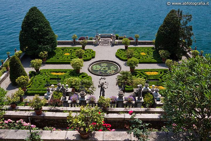Terrazza decorata a bosso giardini dell 39 isola bella for Foto giardini a terrazza