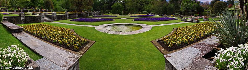 Vista panoramica dei giardini terrazzati, Giardini di Villa ...